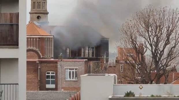 Во французском Лилле горит знаменитая церковь святых Петра и Павла