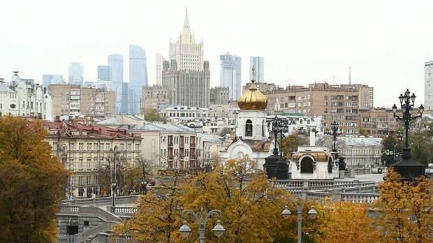 МЧС предупредило москвичей о ветре до 18 метров в секунду в субботу