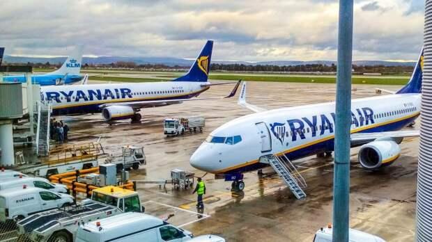 """Пассажирский лайнер Ryanair экстренно сел в Берлине из-за угрозы """"взрыва"""""""
