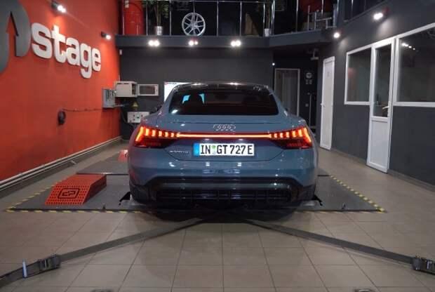 Audi e-tron GT: Porsche Taycan с урезанным ценником?. Audi e-tron GT quattro