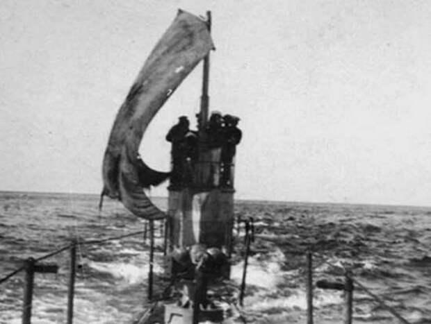 Отчаянный экипаж подлодки «Щ-421». Не бросили судно после взрыва и пошли домой под парусом под носом у врага
