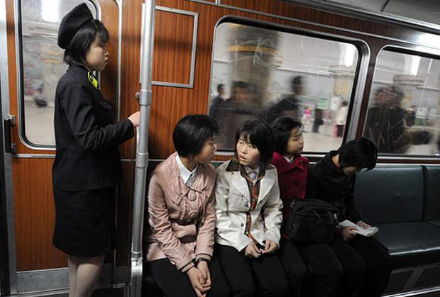 Метро в Пхеньяне Фото: Илья Питалев / РИА Новости