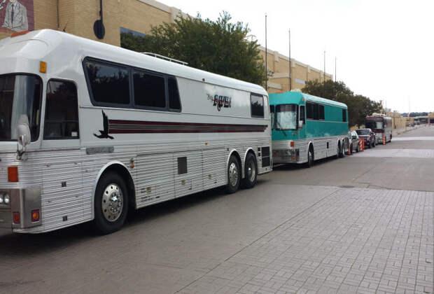 Eddie Ravens Tour Bus