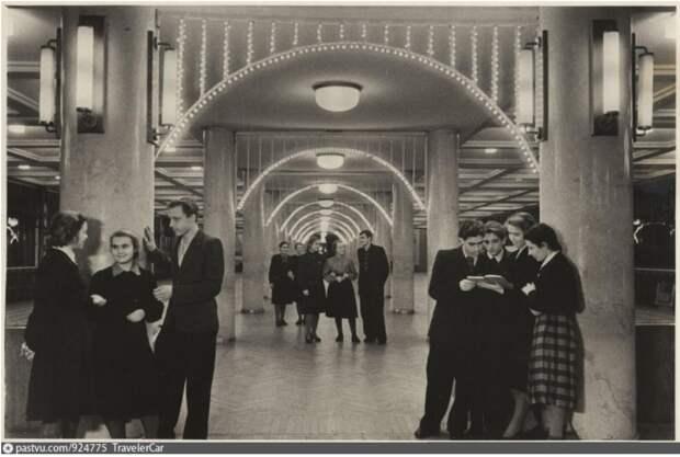 Один из залов дворца культуры, 1951.