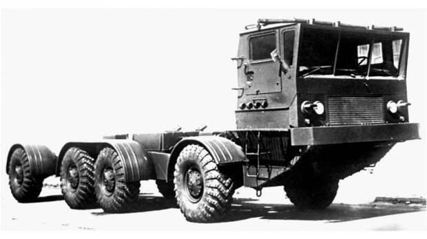 Второй образец ЗИЛ-135К с угловатой стеклопластиковой кабиной. 1961 год  история, ссср, факты