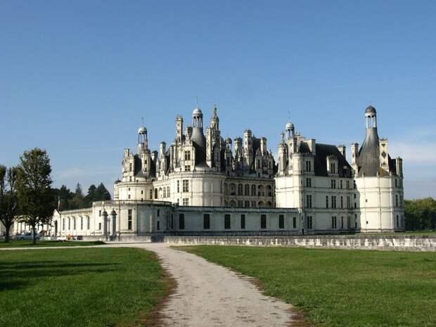 Замок Шамбор — самый знаменитый, самый величественный королевский замок в долине Луары