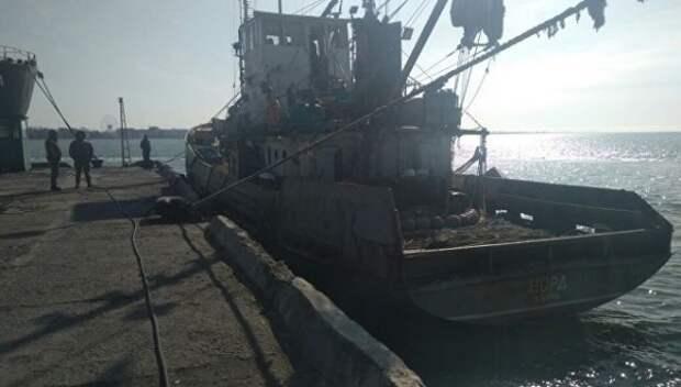 Украинцы захватили и угнали крымское судно