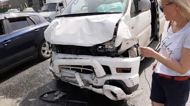 Водитель ВАЗа погиб после ДТП с микроавтобусом в Челябинске
