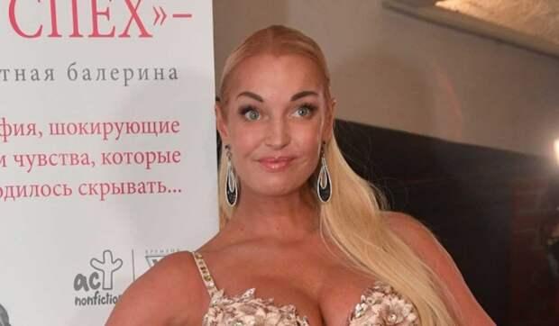 «В районе таза надо было не так делать»: Волочкову осудили за яркий наряд