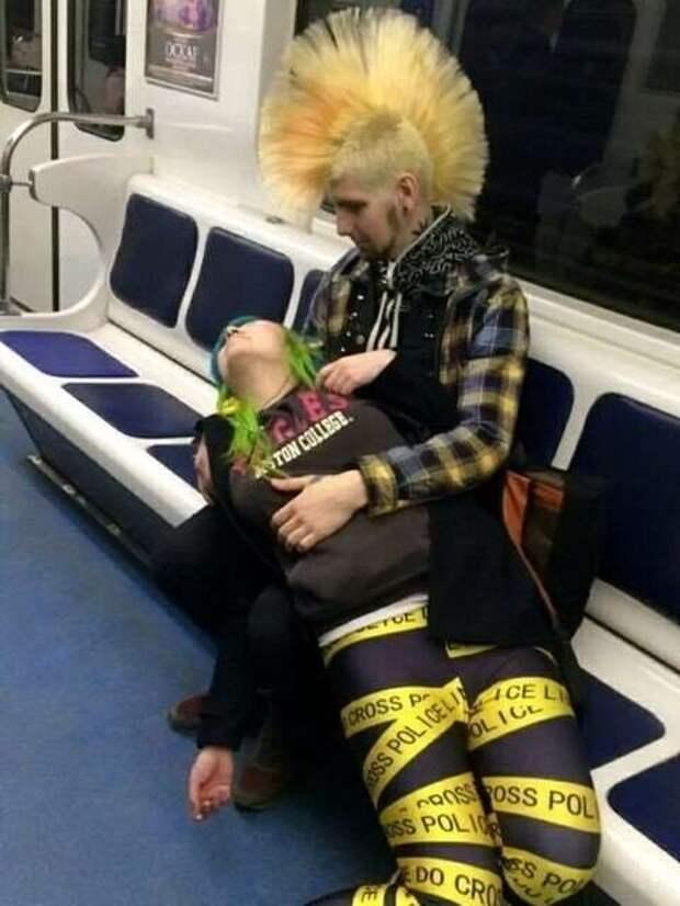 Чудики в метро (30 фото)