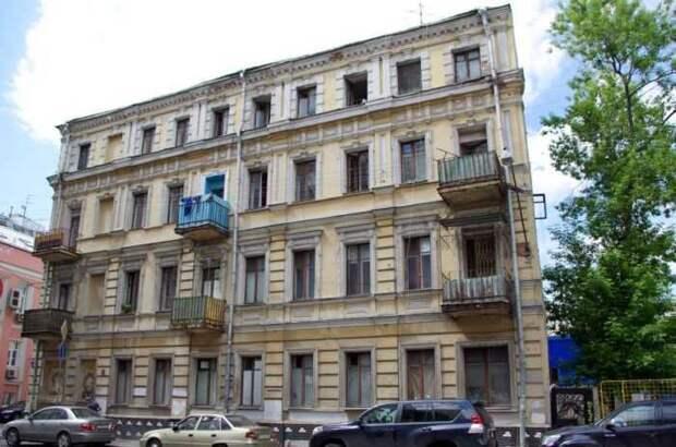В Москве продаются квартиры в доме 1880 года в Рыбниковом переулке