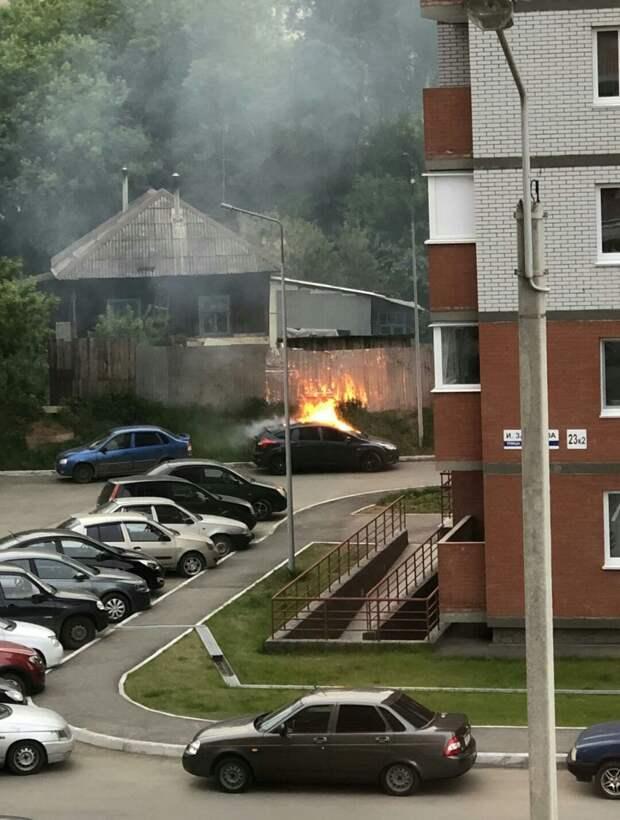 Житель Ижевска поджег машину бывшей