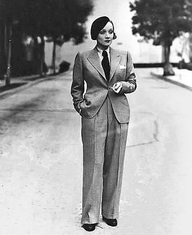 Как женщины начали носить мужские костюмы