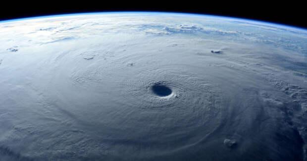Кто стал придумывать имена для ураганов? молния, осадки, погода, снег, туман, факты