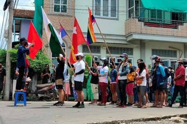В посольстве РФ в Мьянме усилены меры безопасности