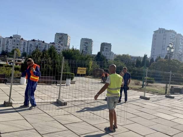 За деньги Москвы в Севастополе чинят сквер Гагаринской администрации