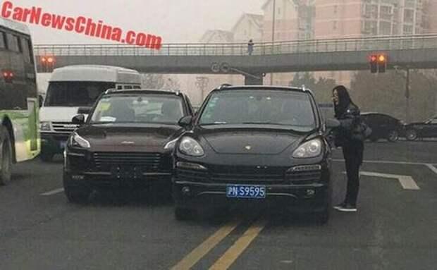 Авария года: Porsche «притерся» с китайской копией