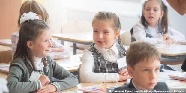 Собянин: К 1 сентября благоустроено около 400 школьных дворов и стадионов