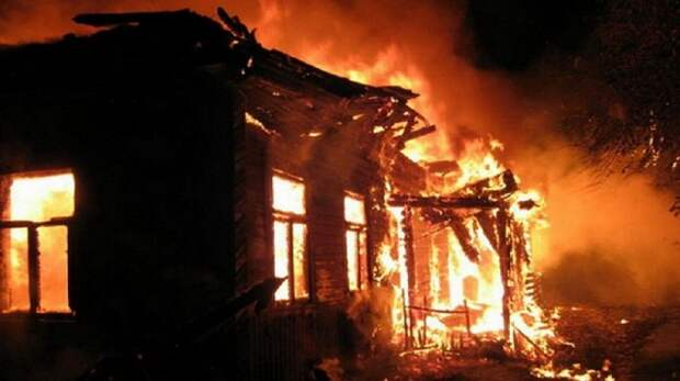 В Донецке горел дом в пер. Выборгский