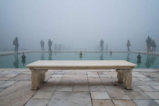 Как выглядят знаменитые туристические места, если развернуть фотокамеру вдругую сторону