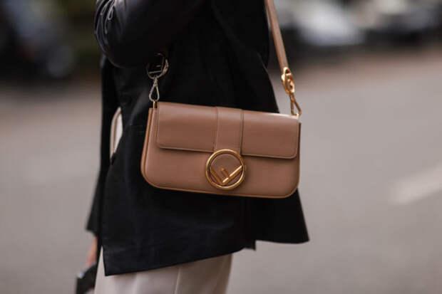Самые модные сумки на осень 2021 года: где купить и...