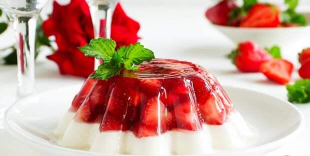 Молочное желе с клубникой для детей: красивый и вкусный десерт