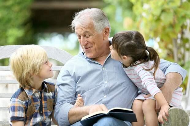 Оказалось, что дедушка для всех интересный собеседник/Fotobank