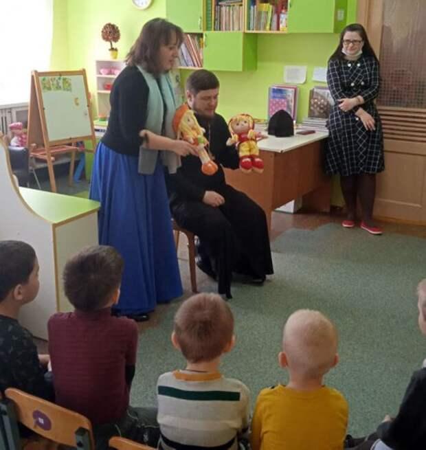 Священник провел беседу с воспитанниками ясли-сада №44 г. Бобруйска.