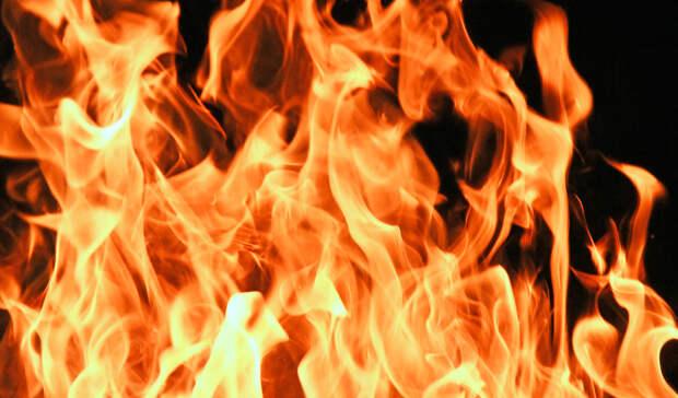 ВТюменской области из-за тюков сена загорелись два жилых дома инадворные постройки