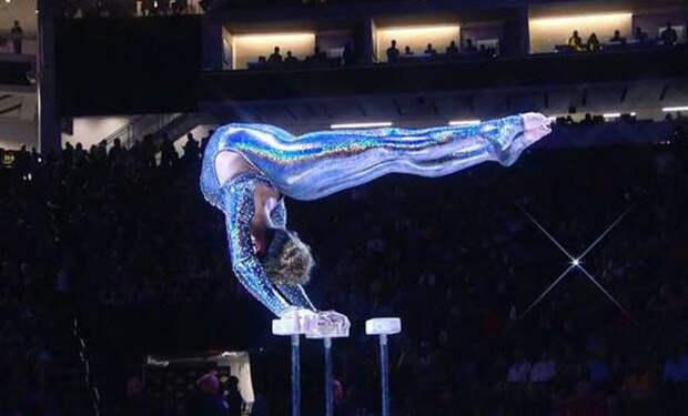 Девушку-акробата называют самой гибкой в мире: показывает трюки недостижимые для гимнастов