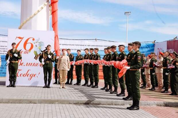 Копию Знамени Победы подняли на самый высокий флагшток Дальнего Востока