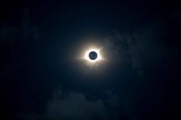 Москвичи не смогут увидеть солнечное затмение из-за облаков