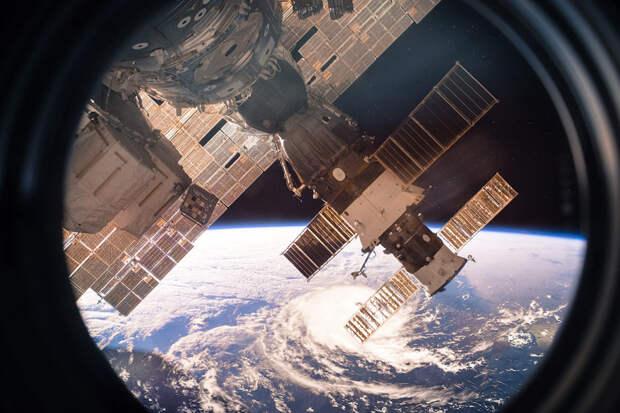 Орбиту МКС увеличат на 350 метров