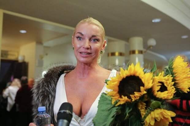 «Хотелось любви, анегрязи»: Волочкова объяснила разрыв смужчиной мечты