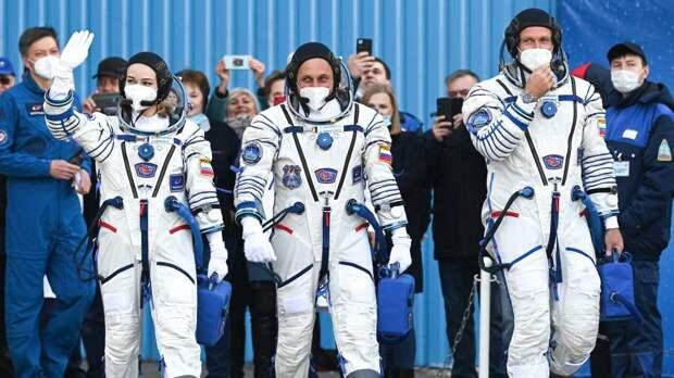 Киноэкипаж перешел с МКС в корабль «Союз МС-18» для возвращения на Землю