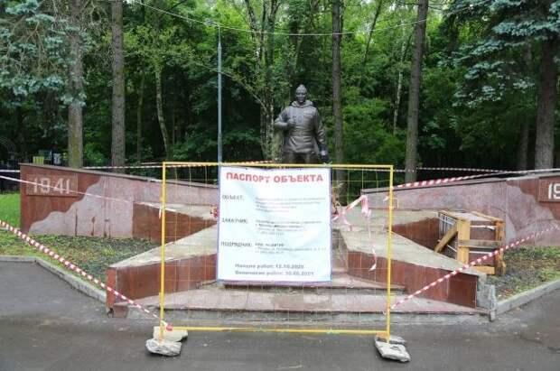 Толстой призвал оперативно отреставрировать памятник воину в Кузьминках