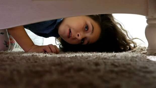 В США насильник принуждал к сексу девочку-подростка, проведя три недели под ее кроватью