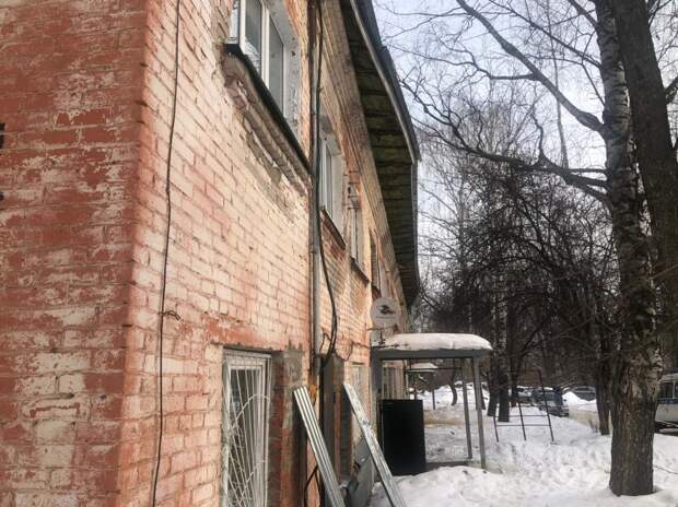 Кровля дома посреди ночи обвалилась в поселке Машиностроителей Ижевска