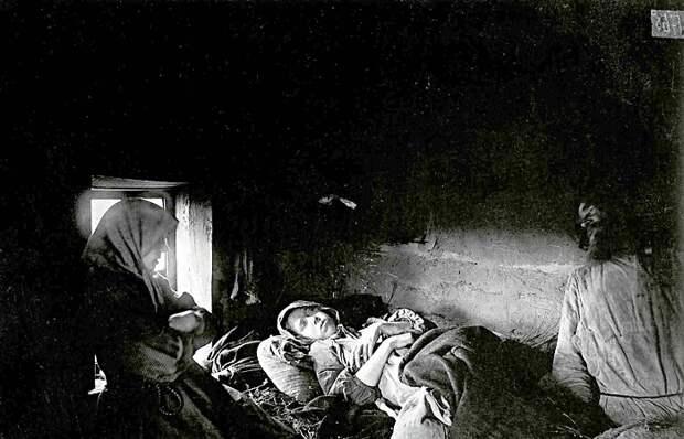 Ретро фотографии, сделанные Максимом Дмитриевым во время голода и эпидемий.