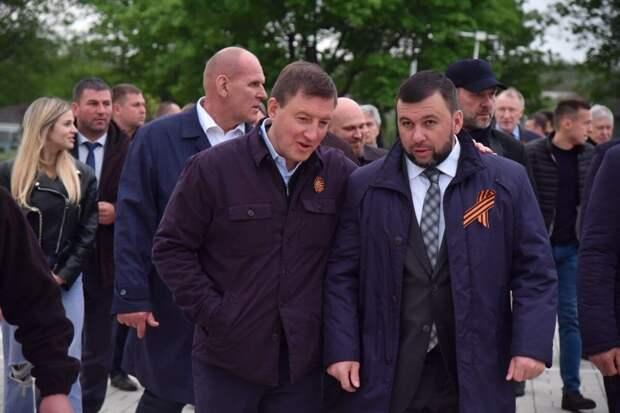 Секретарь Генерального совета партии Единая Россия Андрей Турчак и глава ДНР Денис Пушилин