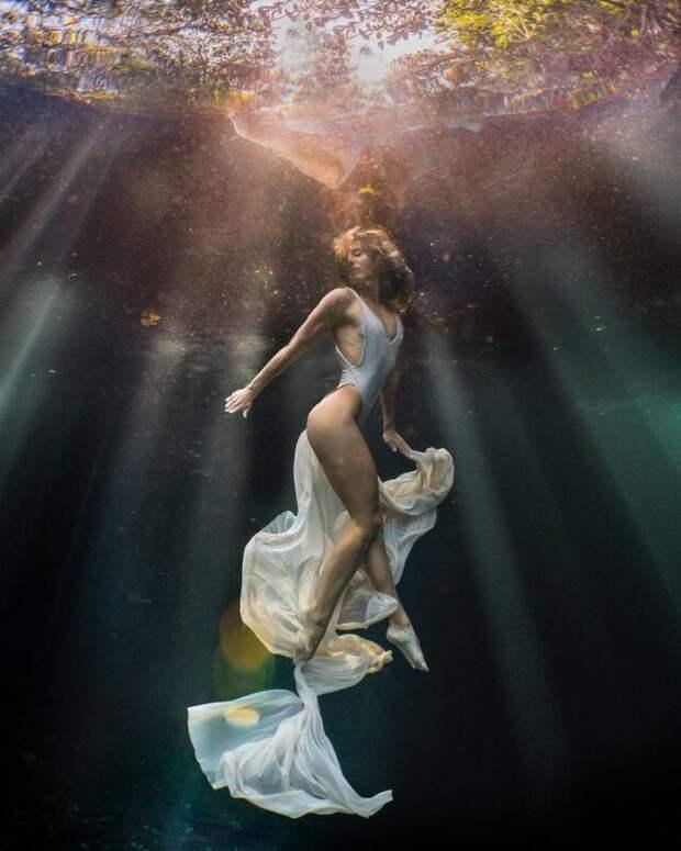 Девушки под водой напотрясающих снимках фотографа-фридайвера Лекси Лайн