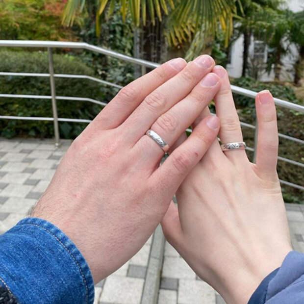 Монеточка прокомментировала новость о своей свадьбе с Виктором Исаевым