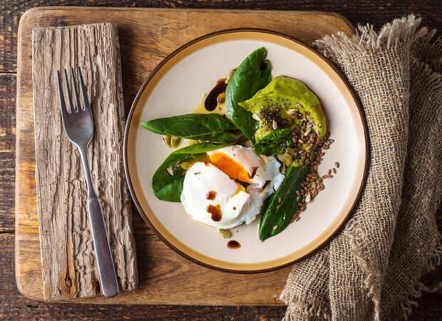 Салаты с яйцом-пашот: 5 простых рецептов
