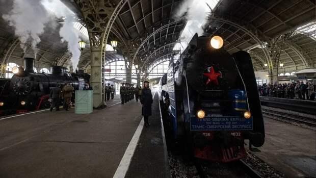 Ветеран ВОВ Василий Акимов стал почетным гостем на параде паровозов в Петербурге