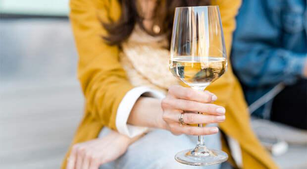 Два бокала на ночь — это алкоголизм?