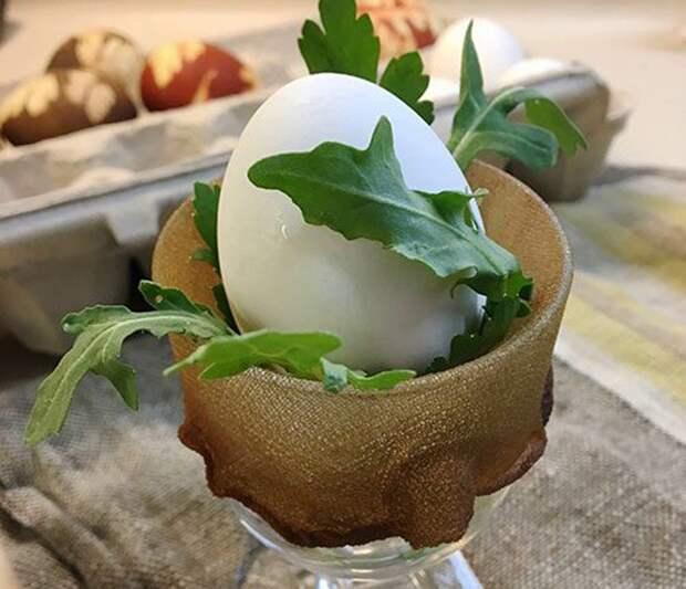 Необычное окрашивание яиц на Пасху подручными средствами