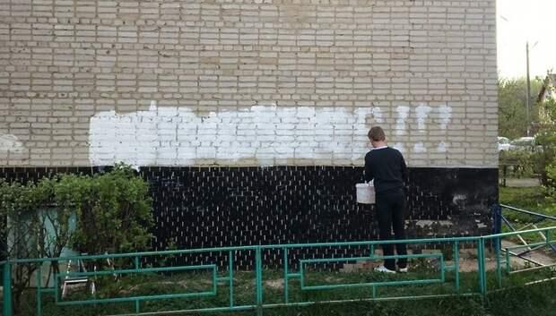 УК Подольска проверит информацию о сотруднике, который изрисовал стену дома