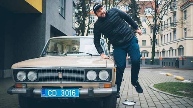 Американский дипломат разъезжает по Таллину на старых «жигулях»