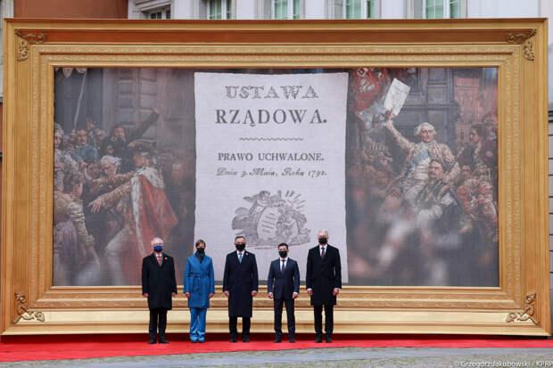 Пользователи Сети заметили необычную деталь в варшавской фотографии Зеленского