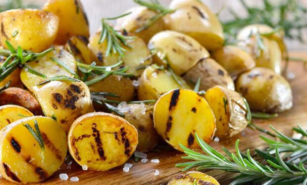 Овощи-гриль по рецепту повара: жарим перец, лук и картофель